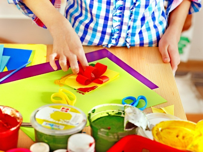 BC Holiday Inn kid art crafting Help your kids make the Ultimate Travel Journal: Follow these fun tips!