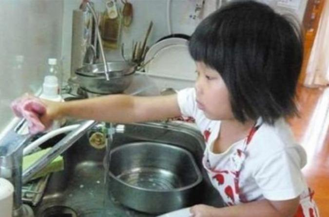 chan 1 The story of a 5 year old doing the chores and cooking will break your heart!