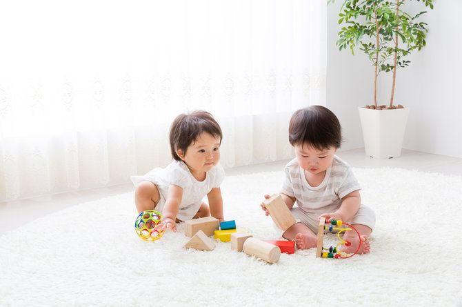 src=https://sg.theasianparent.com/wp content/uploads/2017/12/fewer toys.jpg Toddler swallows moms ring: Keep small objects out of reach!