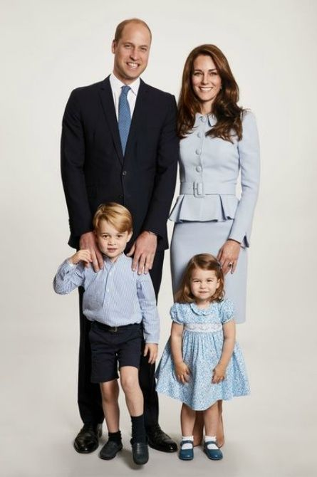 royalfam2017 Prince William and Kate Middleton's royal Xmas card with their kids is too charming for words!