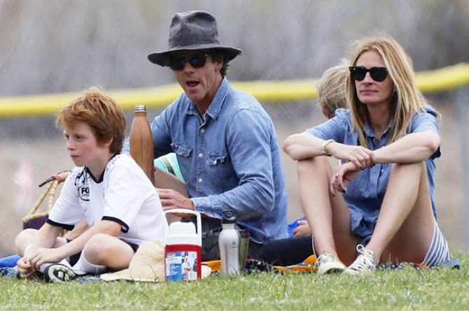 "julia roberts 3 ""The Kids Can Talk About Anything To Me"": Julia Roberts Parenting"