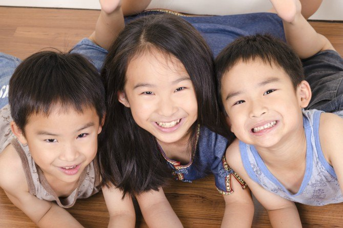 src=https://sg.theasianparent.com/wp content/uploads/2018/01/middle child.jpg Why Your Middle Child Is The Most Powerful Of Your Kids