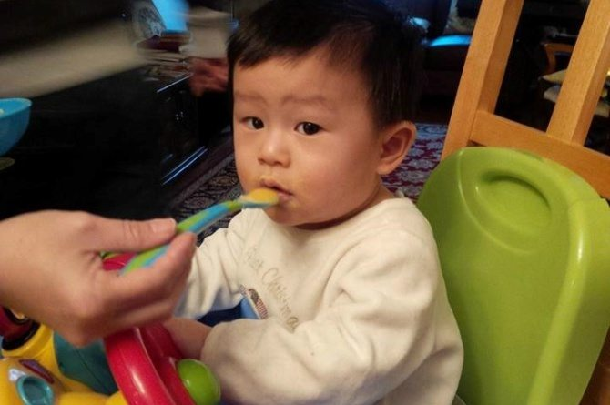 solid food 1 Many parents start solids way too early