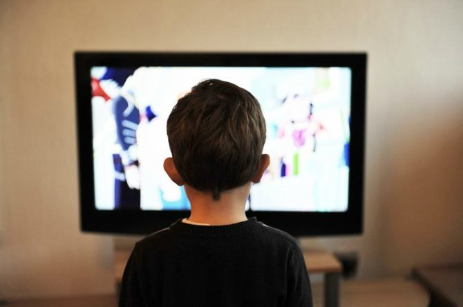 tv addiction feat Is your toddler addicted to television? Try this clever mum hack!