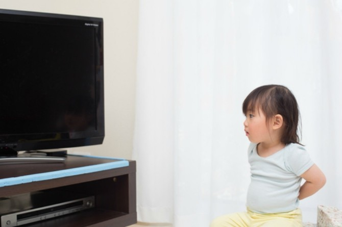 tv addiction Is your toddler addicted to television? Try this clever mum hack!