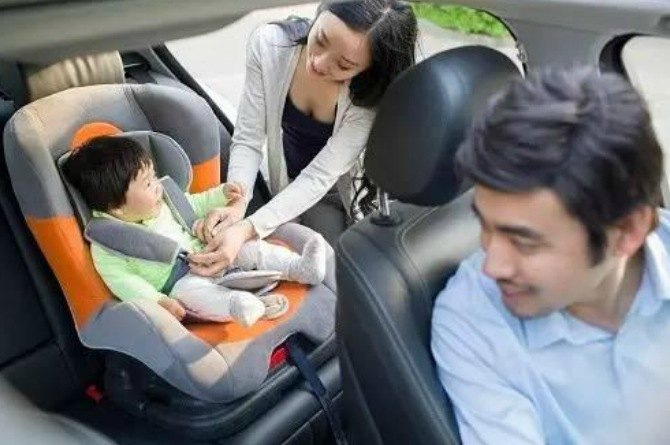 How To Properly Put A Child In A Car Seat