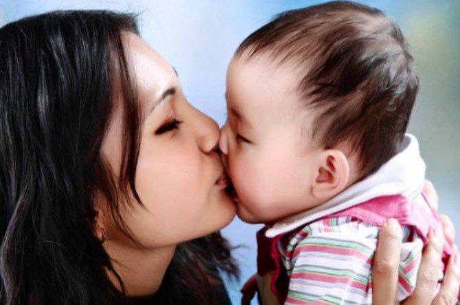 kiss baby on mouth feat  21 month old baby contracts Herpes virus from mum's own kiss