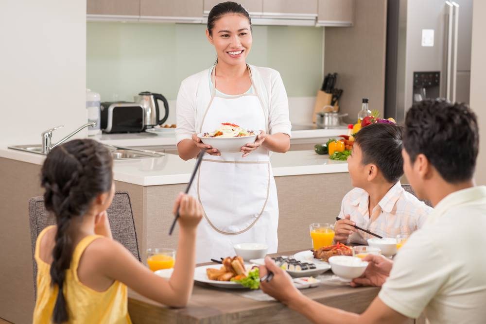 Survey says mums sacrifice their own nutrition. Is anyone surprised?