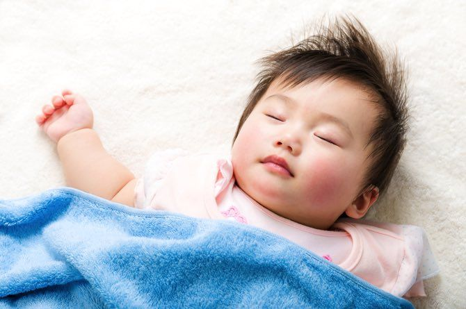 src=https://sg admin.theasianparent.com/wp content/uploads/sites/12/2018/04/baby sleeping 3.jpg Educate helpers and relatives about sleep safety to prevent SIDS!
