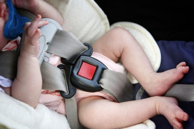 toddler in car seat falls 1 1 Baby stops breathing because of car seat straps, mom has this warning