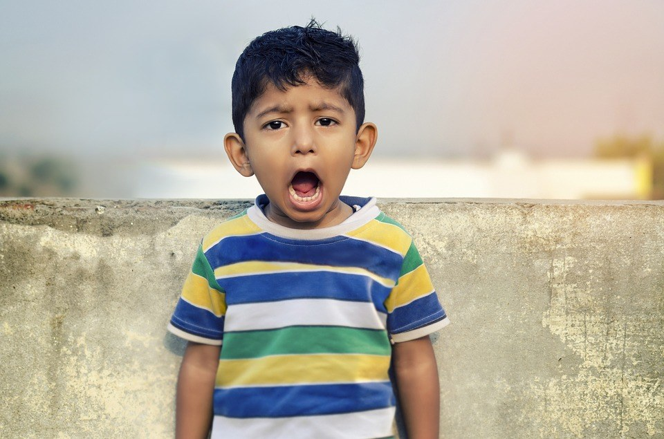 boy shout 20 phrases to communicate better with your child