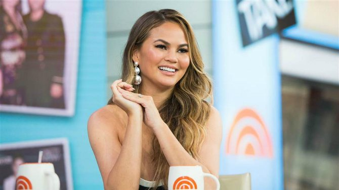 what Chrissy Teigen thinks about mum shaming