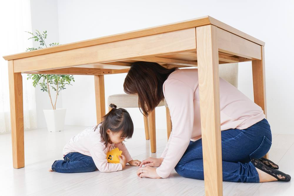 how to keep children safe during an earthquake