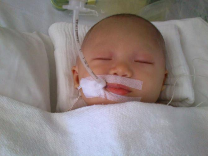 baby accident Mum who took crying newborn out of carseat has important message for parents