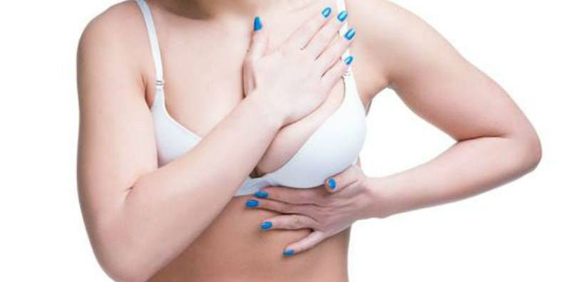 what causes itchy breasts