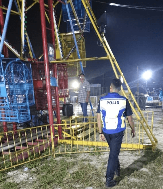 A girl fell out of a ferris wheel after it malfunctioned