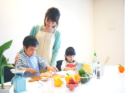 5. Have your kids pack their own lunches.