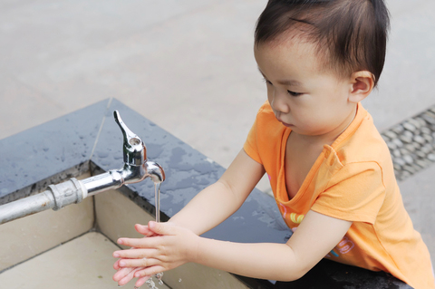 2. Show your child the proper way of washing his hands