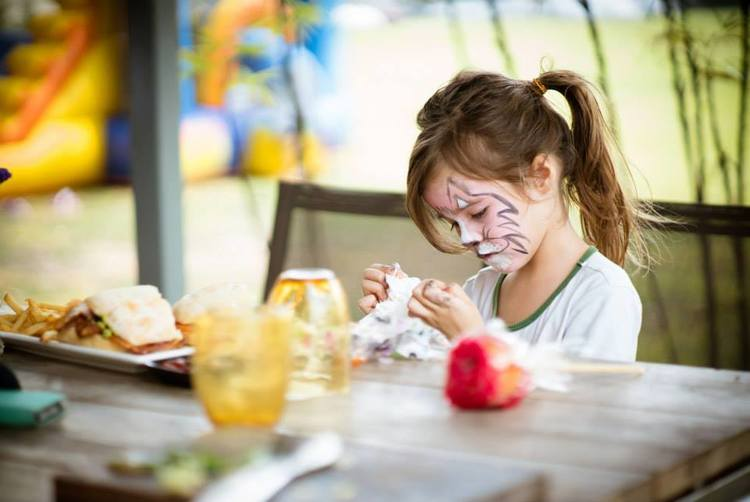 Bistros/pubs in Singapore with play-areas and activities for kids! - 2016 Edition