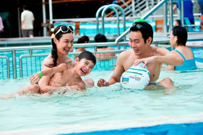 Set aside one or two days a week to spend in special activities as a family.