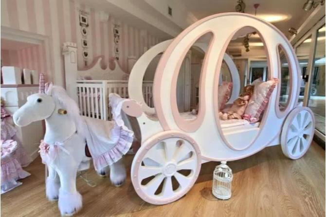 3. This extravagant carriage bed is perfect for any little princess