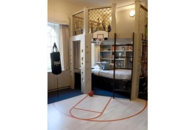 6. Any little sports buff would love having a bedroom like this