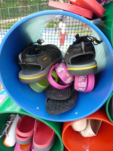 Pigeon holes for foot wear