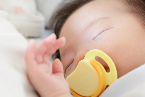 Pacifiers The Good Bad How And When To Wean