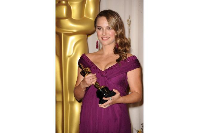 35 個好萊塢孕媽咪紅毯禮服美照