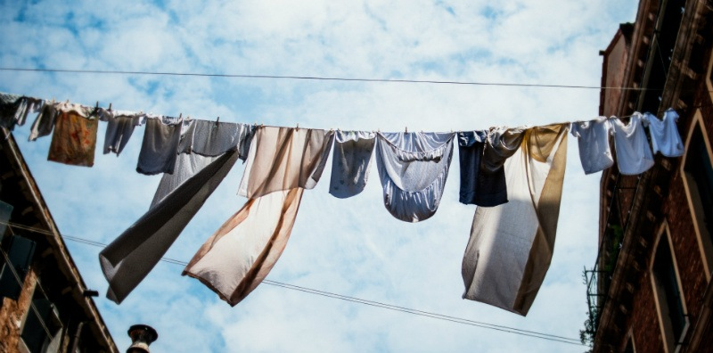 10 easy steps how to wash a load of laundry