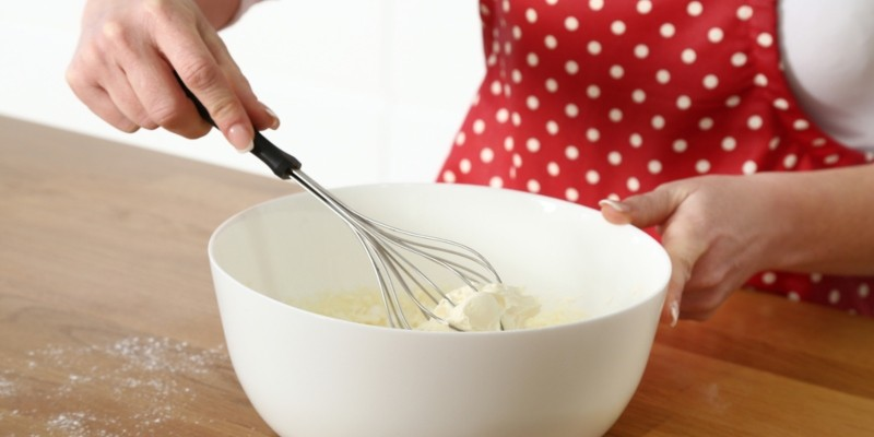 Make whipped cream easily with these tips