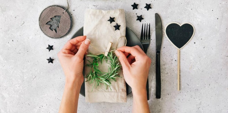 10 simple and effortless Christmas table setting ideas