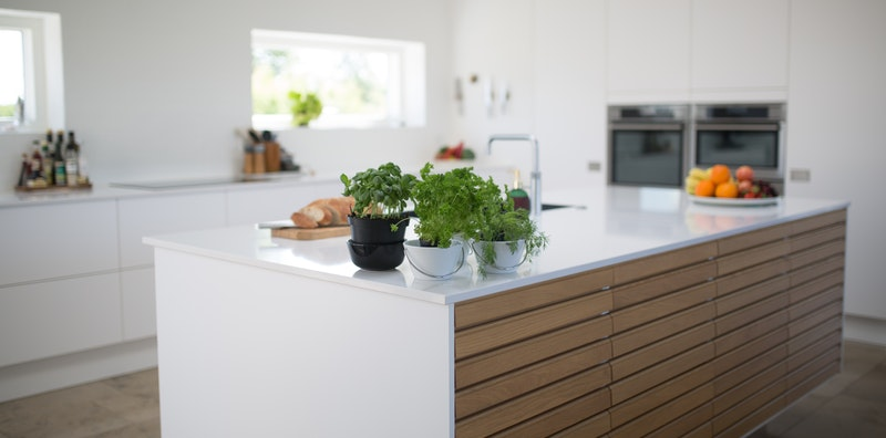 7 ideas to create more storage space with kitchen shelving