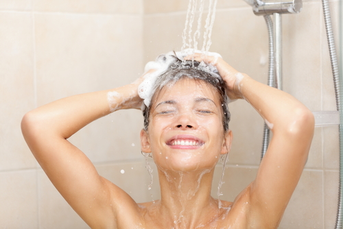 2) Should not bathe or wash your hair throughout the confinement period