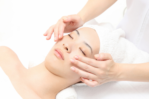 5) Treat your mum for a luxurious facial treatment