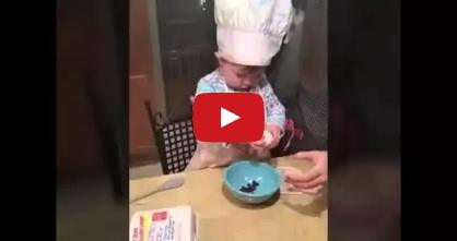 Little chef shows us how to crack an egg - Cute video!