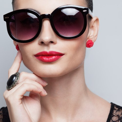 src=https://www.theindusparent.com/wp content/uploads/sites/9/2015/04/shutterstock 164558126.jpg How to pick sunglasses for your face shape