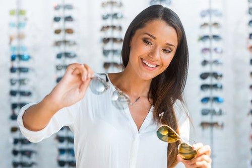 src=https://www.theindusparent.com/wp content/uploads/sites/9/2015/04/shutterstock 212753842.jpg How to pick sunglasses for your face shape