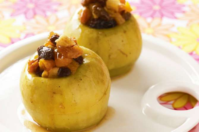 src=https://www.theindusparent.com/wp content/uploads/sites/9/2015/09/baked apples.jpg 7 quick & easy dessert recipes for Eid