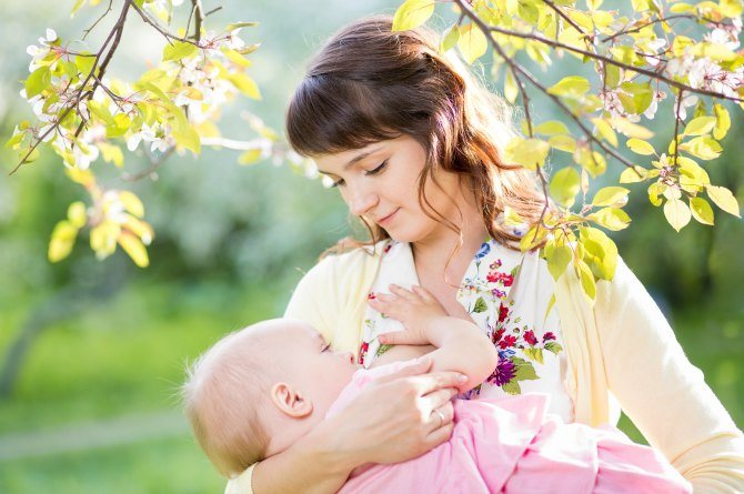 8 must haves for breastfeeding moms