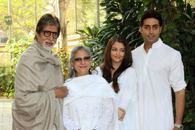 #TrendingNow: Amitabh Bachchan shares a picture of the family holidaying together