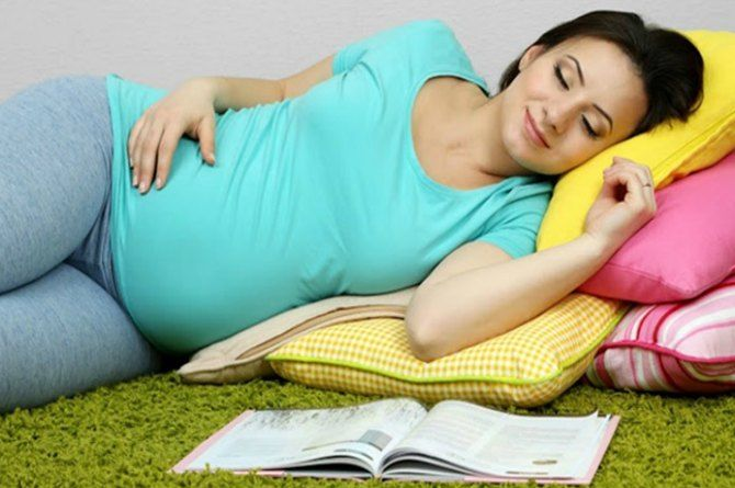 Sleeping in THIS position during pregnancy can save your baby's life!