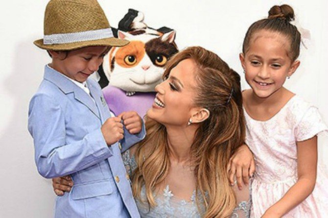 Jennifer Lopez reveals her adorable twins aren't really impressed that she's famous