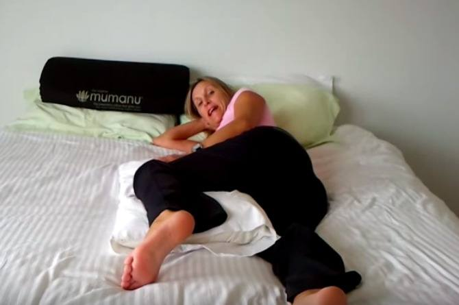 Watch how to sleep during pregnancy to reduce lower back and hip pain