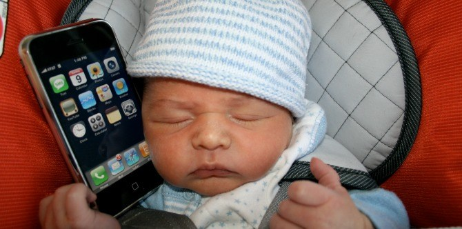 Chinese couple sold their baby daughter online to buy an iPhone!