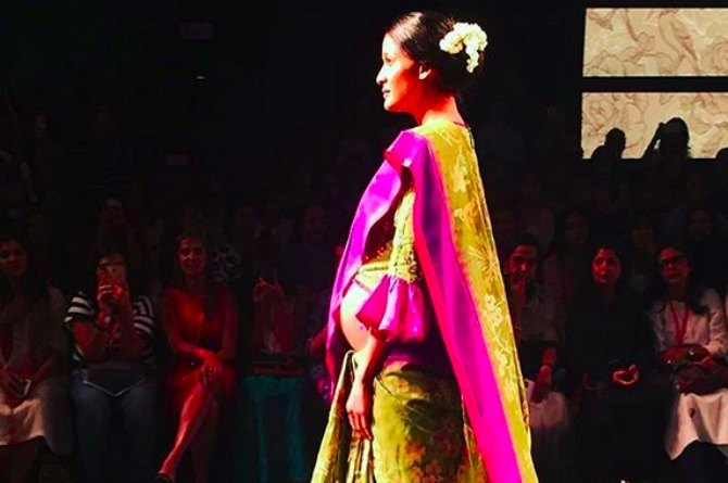 Supermodel Carol Gracias breaks stereotype and walks the ramp with a baby bump for Lakme Fashion Week