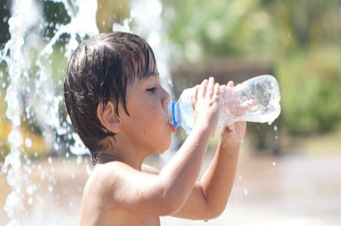 Beat the heat: Expert tips to keep your baby cool and hydrated in the summers
