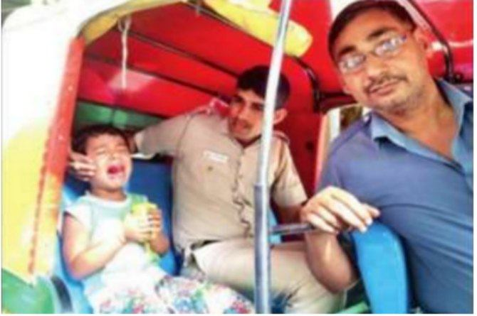 This Delhi Cop went door to door to help lost boy find his home!