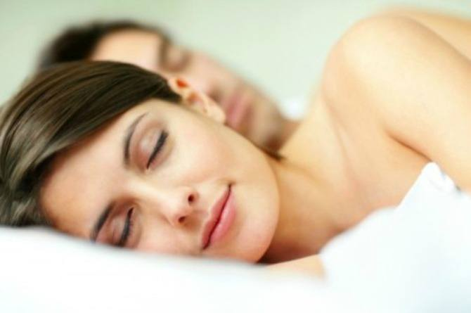 8 harmful effects of sleeping with your makeup on