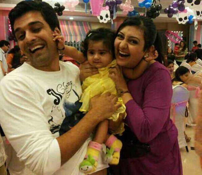 Juhi Parmar with husband Sachin Shroff and daughter Samairra in happier times